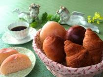 夕食の一例(パン)