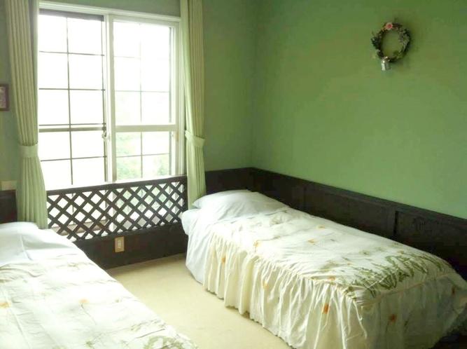 ツインベッドルーム204号室