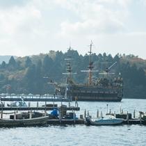 *【周辺観光】箱根芦ノ湖をゆったりと航行する海賊船。