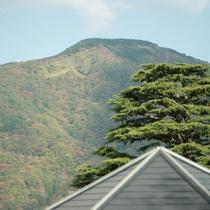 *【周辺観光】箱根の町を悠々と見下ろす、強羅の大文字焼き。