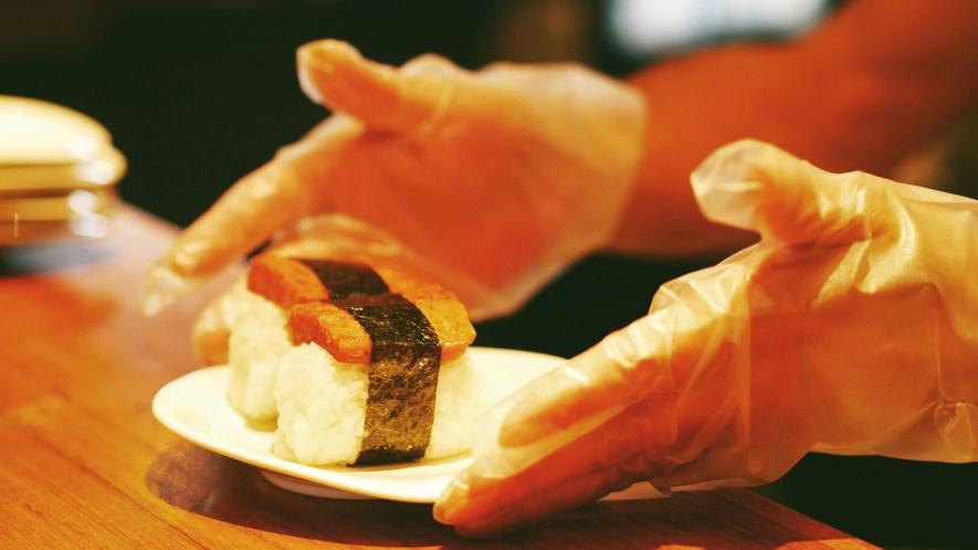 【朝食】石垣島の新米と、沖縄ならではの具材を使用しています。