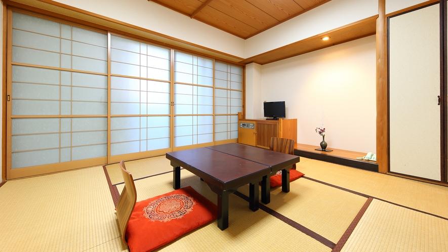 和室8畳(定員:1~4名様)※お布団はお客様自身で敷いていただく形式です。