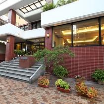 【長崎Ⅰ・Kホテル】は JR長崎駅から徒歩5分のところにございます。