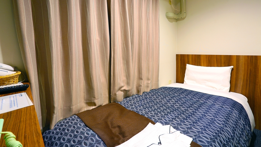 ミニシングル。寝るだけだから狭くてもいいけどカプセルホテルは…というお客様向けのリーズナブルなお部屋