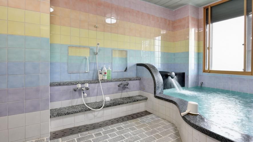 *【大浴場(男性)】足を伸ばしてのんびり・ゆったり…朝風呂もぜひ!