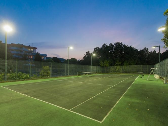 【テニスコート】(夜)