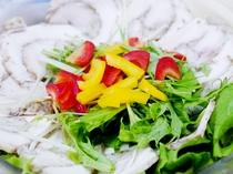 自家製鶏ハムのサラダ
