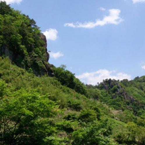 *【景色】当館は奇岩に囲まれた谷底にあり、周りにあるのは雄大な自然のみです