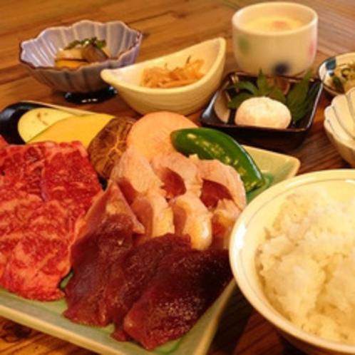 *【炭火焼】黒毛和牛・地鶏・猪肉♪3種類のお肉が堪能できる炭火焼