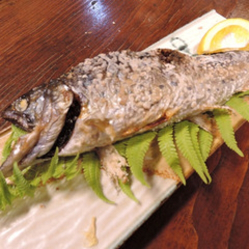 *【ご夕食一例:ヤマメ】名水で飼育したヤマメを塩焼きで