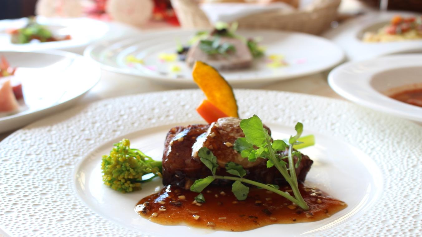 【夕食】ロッシーニ風ステーキをメインとした洋食コース料理