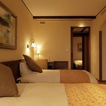 リビングルームとは別に1名様用の個室を設けた一風変わった間取りのお部屋です。