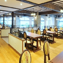 お食事も「世界遺産の借景」を備えたレストランで。 朝陽に輝く富士を眺めながらの朝食は優雅&贅沢♪