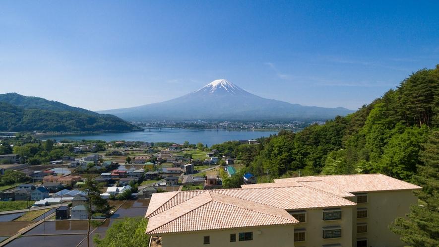 【外観】高台に佇むラビスタ富士河口湖