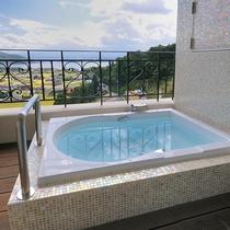 ラビスタ客室で唯一アウトバスのお部屋。入浴にはビューバスウェアをご利用ください。