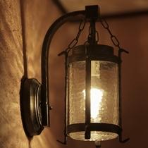 館内には細部までこだわった照明がたくさんあります。お気に入りの一品を探しに館内探検へ。
