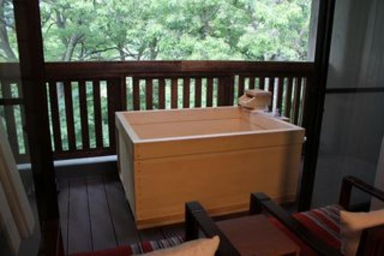 お部屋 露天風呂付(2部屋限定) 箱根の景色を見ながら温浴にひたれます。