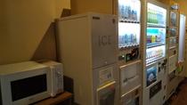 電子レンジ・製氷機・自動販売機コーナー