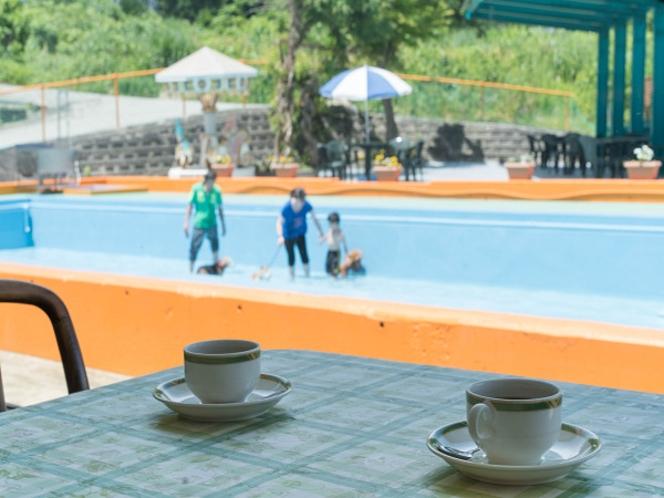 レストランから見えるワンちゃん専用プールです。