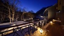 冬のロビーテラス(夜)