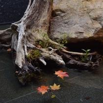 秋のエントランスモニュメント