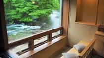 夏の川側客室