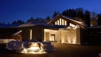 冬のホテル外観(夜)