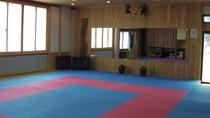 武道、ダンス、ヨガなど多目的に利用できる約40畳の「多目的室」を併設しています。