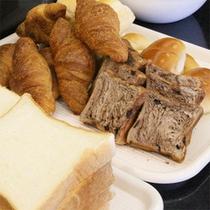 *朝食バイキング/パン派の方に♪食パンにロールパン、甘めのパンもご用意しております。