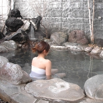 *露天風呂一例/北海道の心地よい風を感じてほっとひと息…。お湯は自家源泉の天然温泉!