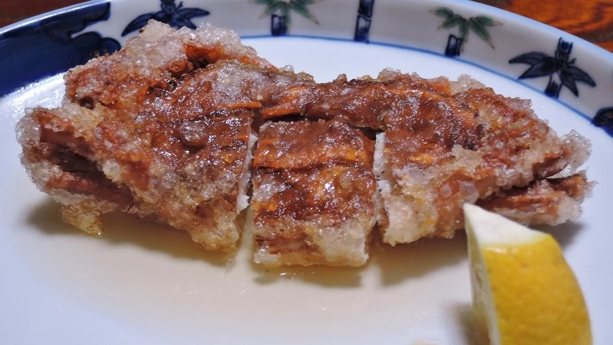 *【夕食一例】主人考案の名物「脱皮蟹のから揚げ~自家製甘酢がけ~」