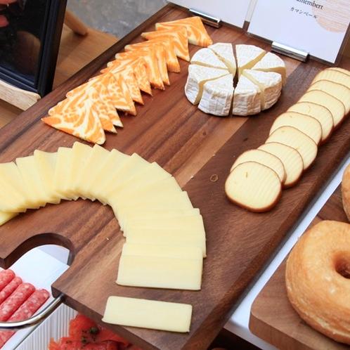 【朝食ビュッフェ】チーズ各種