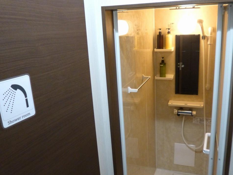 共用のシャワールーム