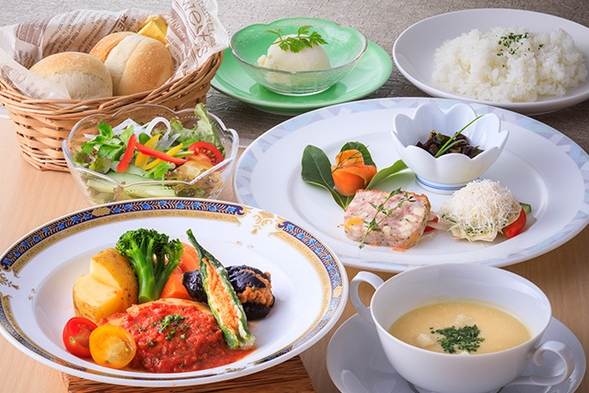 【サンダンス・オリジナルプラン】寛ぎの高原リゾート 軽井沢満喫♪ 2食付《選べるディナー》