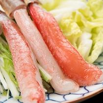 *【ご夕食】日本海の荒波にもまれたズワイガニは身入りもよく、甘くジューシーな味わいを堪能できます。