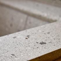*【離れ】地元産の「福石」を使用した、こだわりの浴槽です。