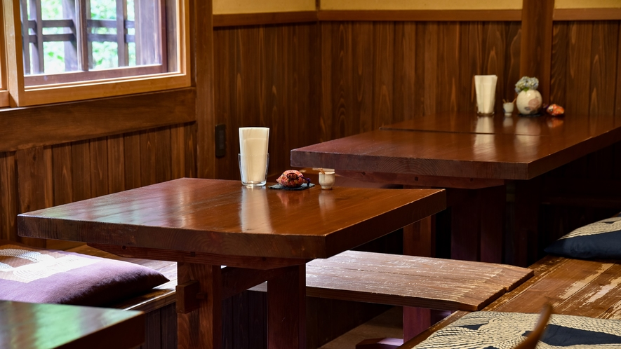 *【お食事処】茶房の懐かしい雰囲気とともにお食事をお楽しみ下さい。