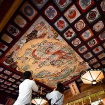 *【城上神社】拝殿の天井に描かれた鳴き龍の下で手を叩くと、不思議な音が聞こえてくる…?