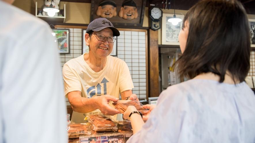*【町並みエリア・有馬光栄堂】笑顔の優しい店員さんがお出迎え!
