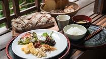 *【ご朝食】和食をベースにした主人お任せ料理と、ふわふわと柔らかい食感が絶品の本格的ドイツパンです。