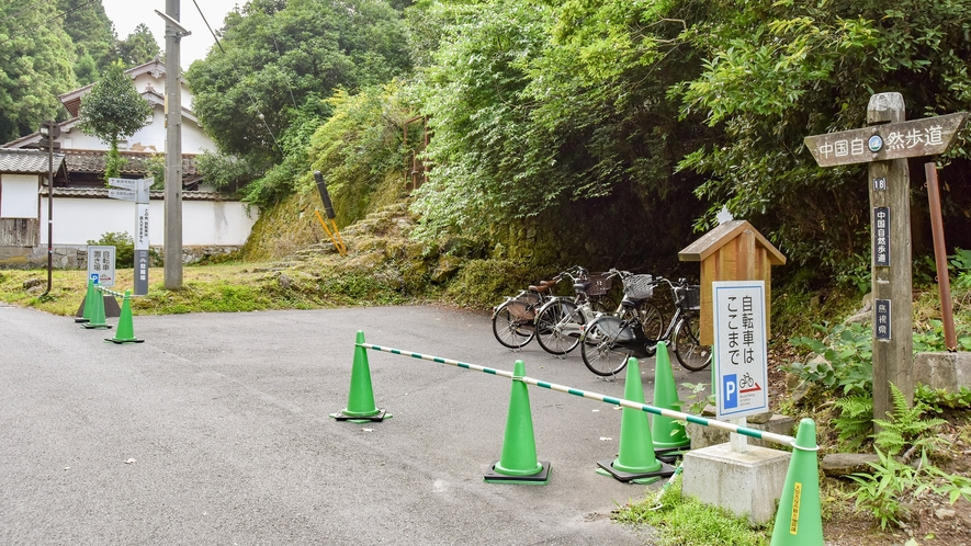 *【龍源寺間歩】入口周辺に自転車置き場あります。