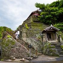 *【観世音寺】岩を削ってつくられた階段を登ります!