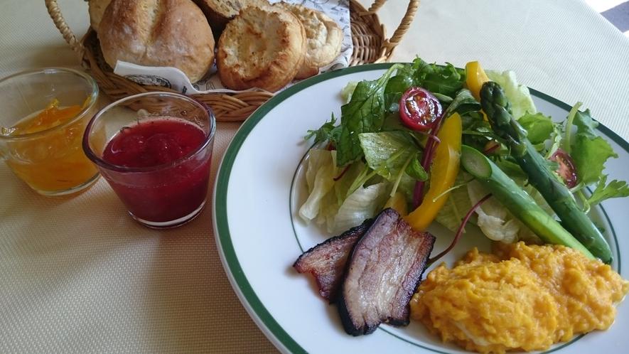 朝食 ※季節によって一部メニューの内容が異なる場合がございます。