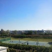 マリーナ敷地内のテニスコート