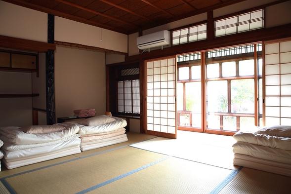和室1〜4人部屋(個室、和室8畳と縁側。トイレ、シャワー共用)