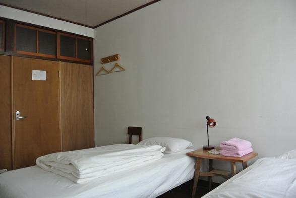 洋室ツインルーム(トイレ、シャワー共用)