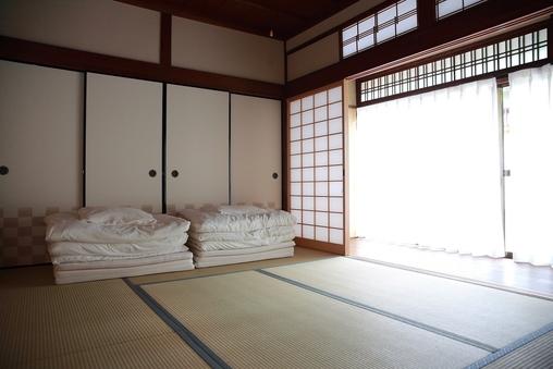 和室3人部屋(トイレ、シャワー共用)