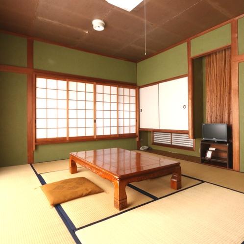 【旧館和室8畳】和の空間で寛ぎのひとときを。