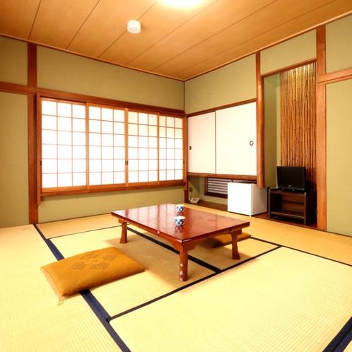 【本館和室10畳】ゆったりと寛げる純和風のお部屋です。