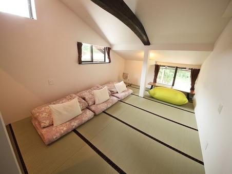 4人部屋 スーペリア 川側2階 シャワー・トイレ付